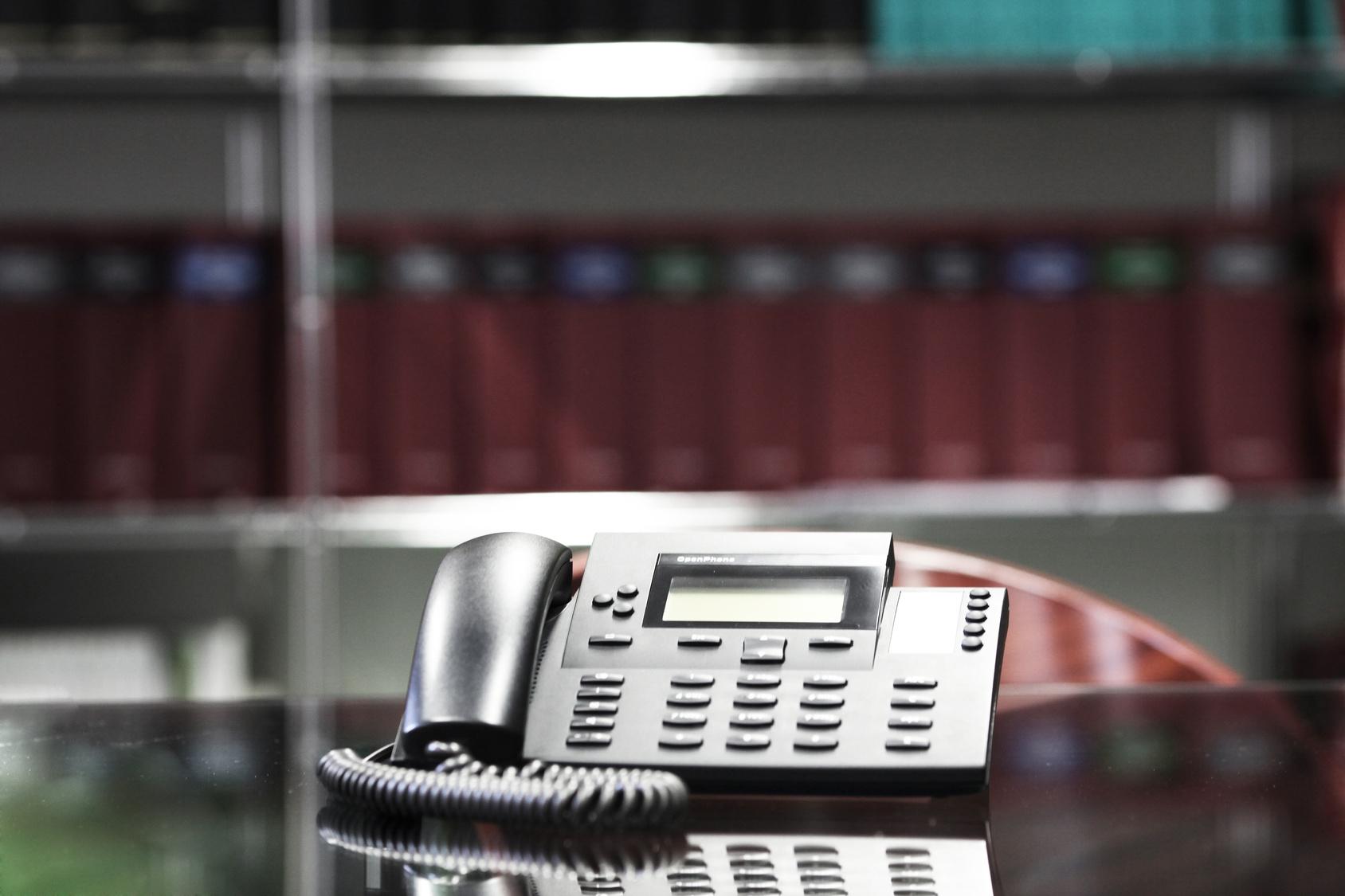 Warum setzen immer mehr Unternehmen auf eine Telefonansage vom Profi?